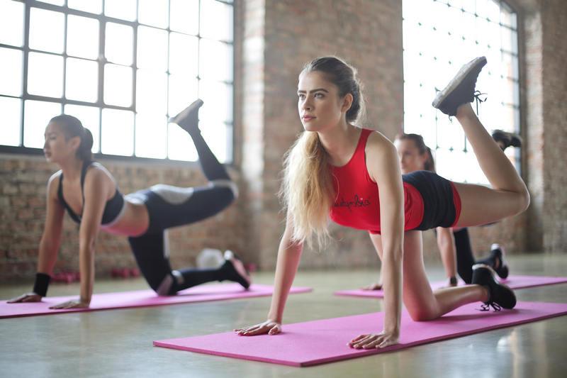 Kobiety w trakcie jogi - aktywność fizyczna i regeneracja